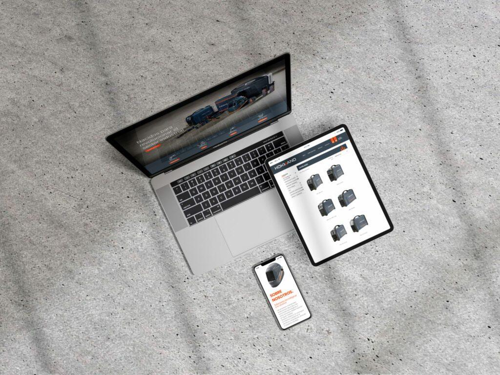 La palabra mockup es un concepto muy utilizado por diseñadores. Se utiliza para mostrar de una manera aproximada los diseños antes de que sean impresos o desarrollados(en el caso de web)